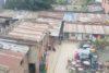 Dans ce bidonville de Katmandou, les partenaires de CSI distribuent également de la nourriture aux pauvres. (csi)